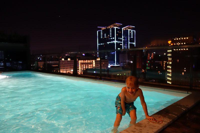Vår pool på taket, 11 våningen!