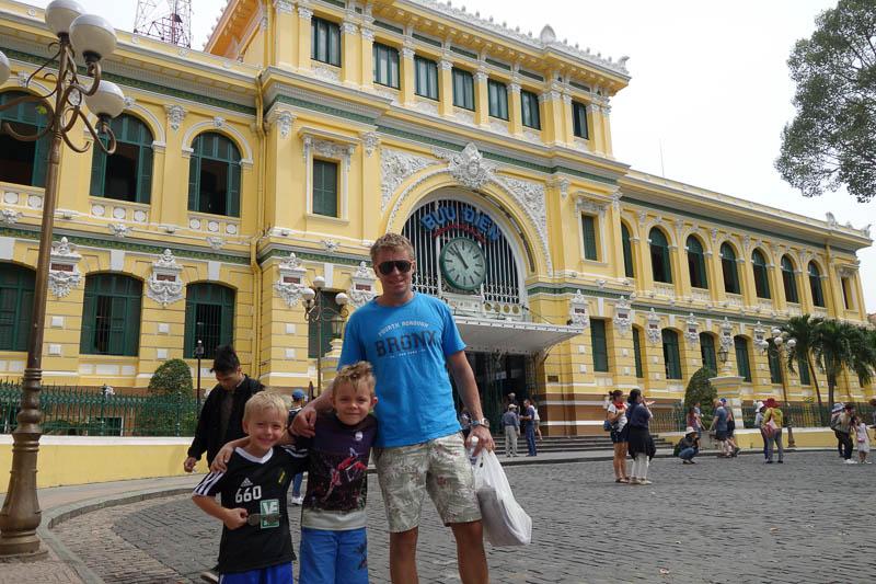 Postkontoret i Ho Chi Minh, väl värt ett besök.