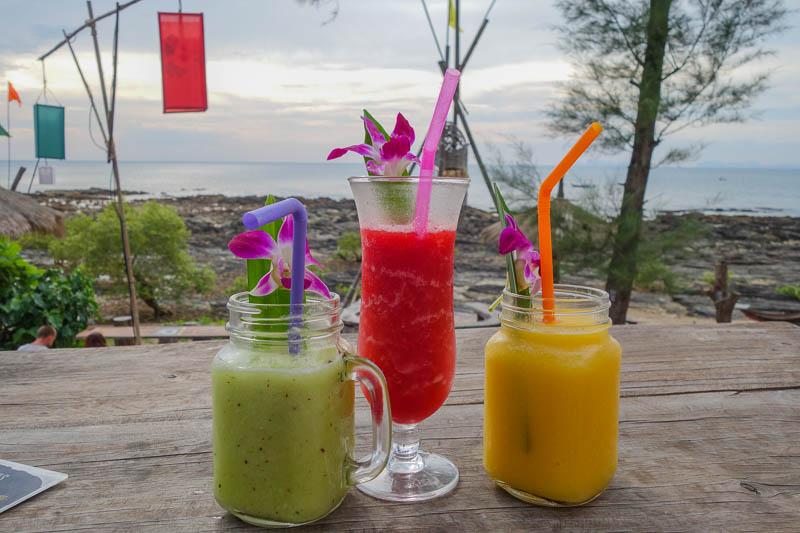 Galet goda drinkar och shakes. Värt varenda öre i solnedgången.