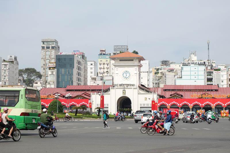 Den stora marknaden i Ho chi minh är värd ett besök om man vill shoppa billigt men glöm inte att pruta ordentligt.