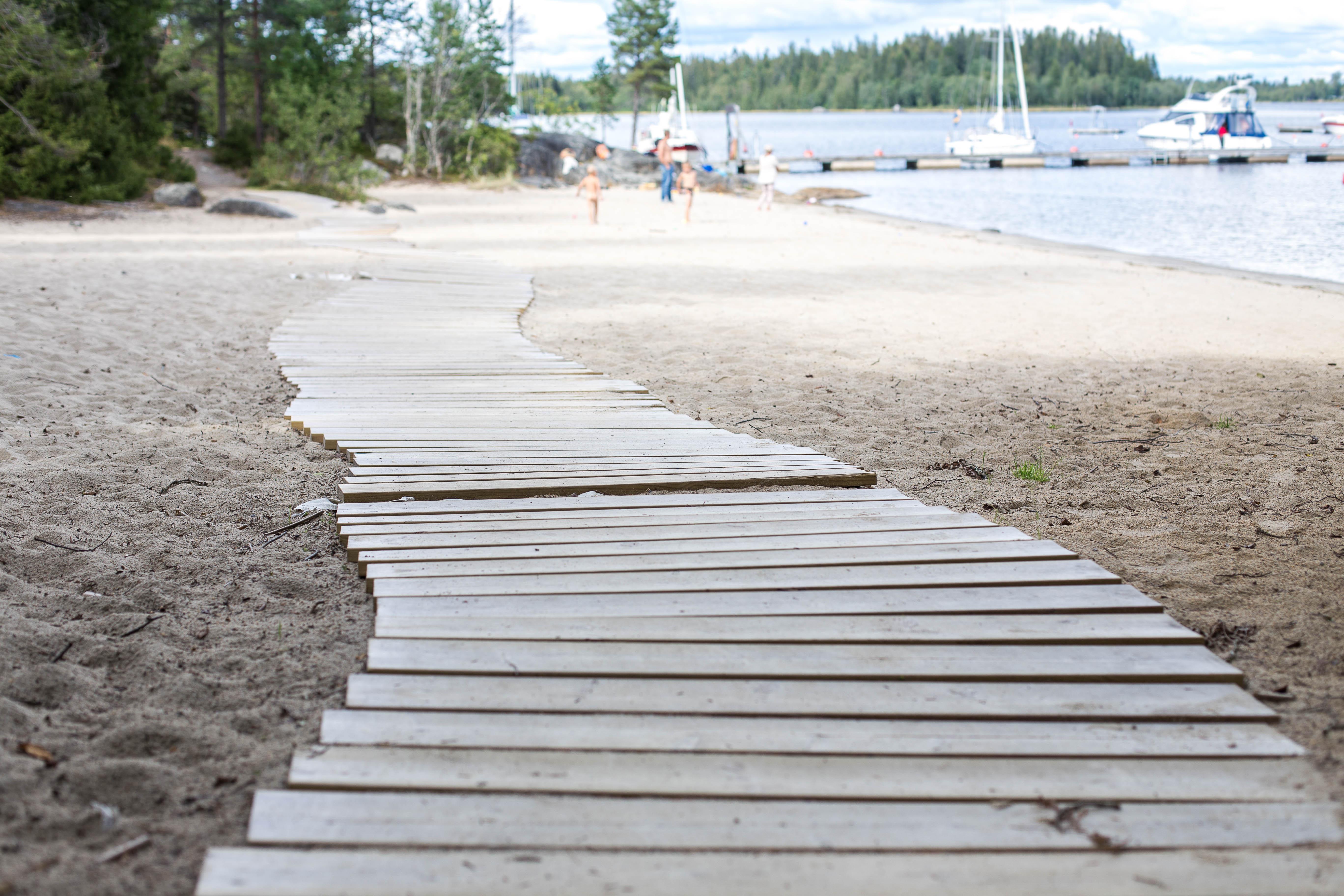 Sandstranden utanför Umeå bjöd på lek i augusti.