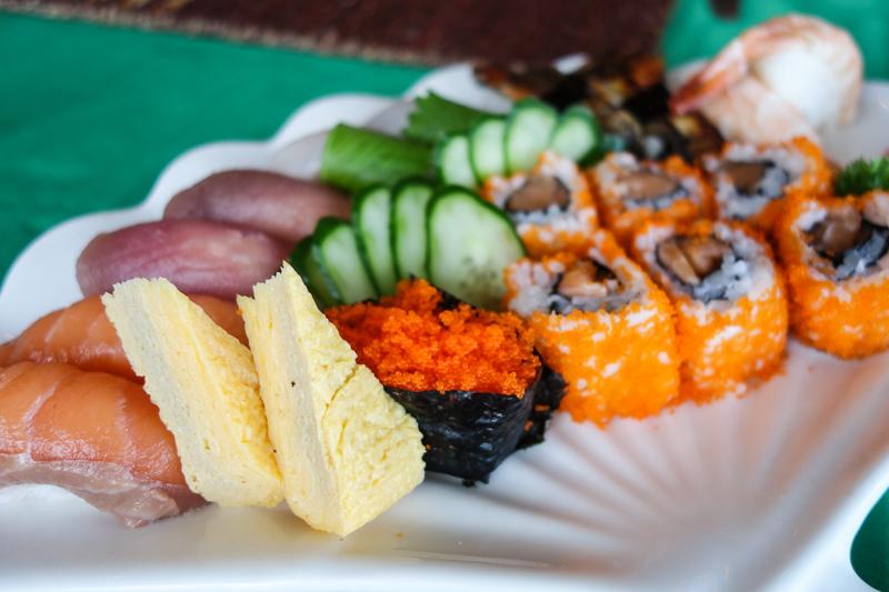 I kväll blev vi sugna på något annat och enligt femåringens önskemål blev det sushi.