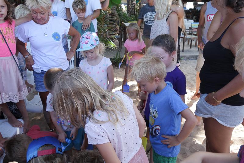 Skattjakt på stranden var tema på storsamlingen för förskolebarnen förra veckan.